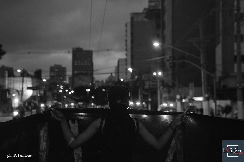 na tarde de 11/1 milhares de pessoas protestaram contra o aumento das tarifas dos transportes, que passaram para R$ 4. O protesto teve início no Teatro Municipal, passou pelo terminal Dom Pedro e foi até a estação Braz, onde a PM entrou em confronto dispersando a manifestação. Foto: Paulo Iannone/FramePhoto